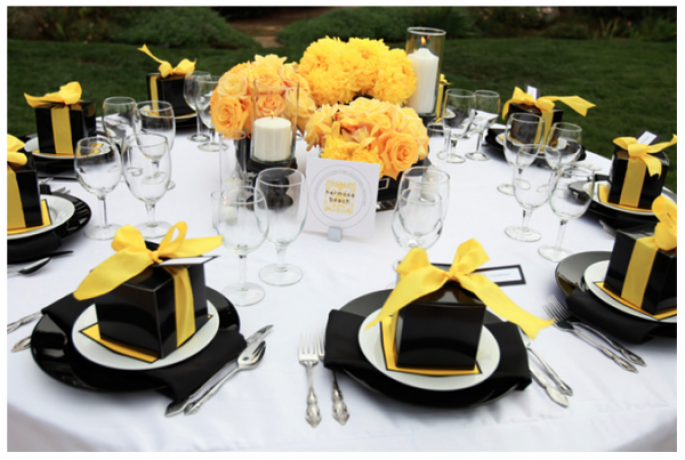 czarne dekoracje stołu
