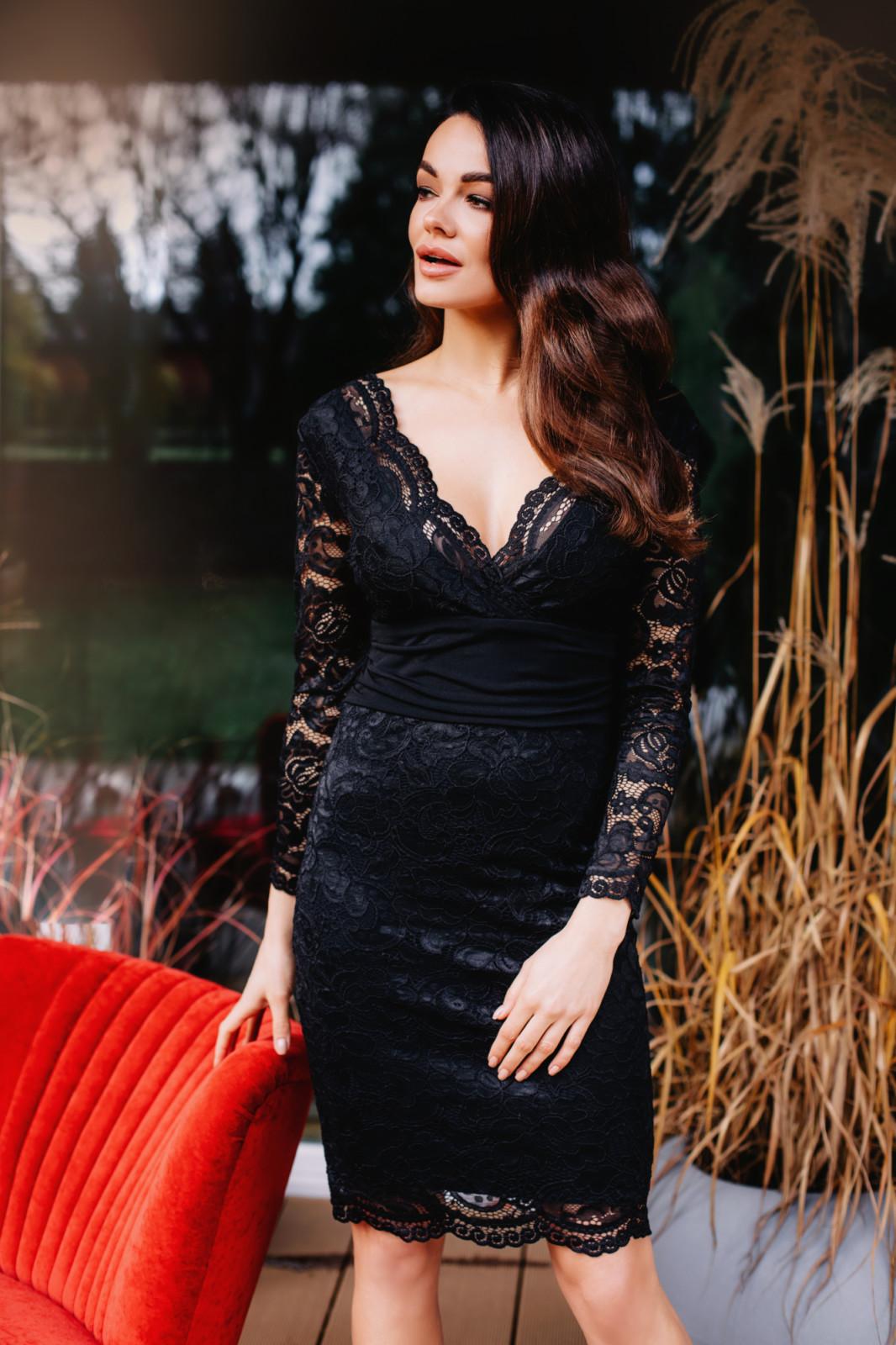 Czarna wieczorowa sukienka z koronki Kartes-moda