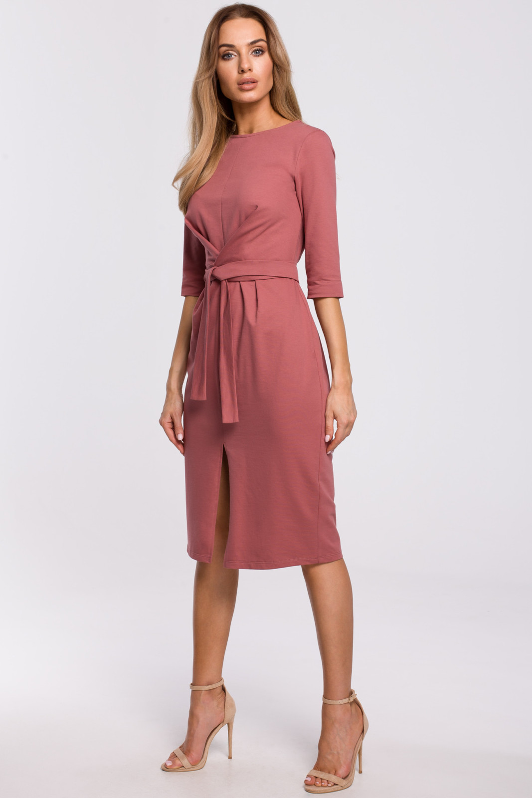 Efektowna sukienka midi ze zmysłowym rozcięciem na dole avocado style