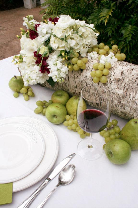 Jesienna aranżacja na stół z owocami