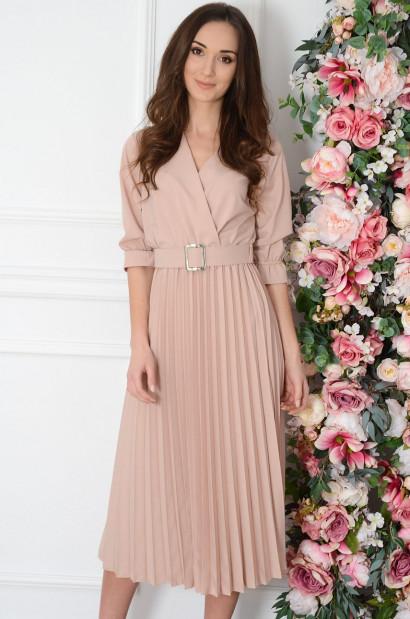 Sukienka midi plisowana z paskiem pudrowa Pavetta-cocomoda