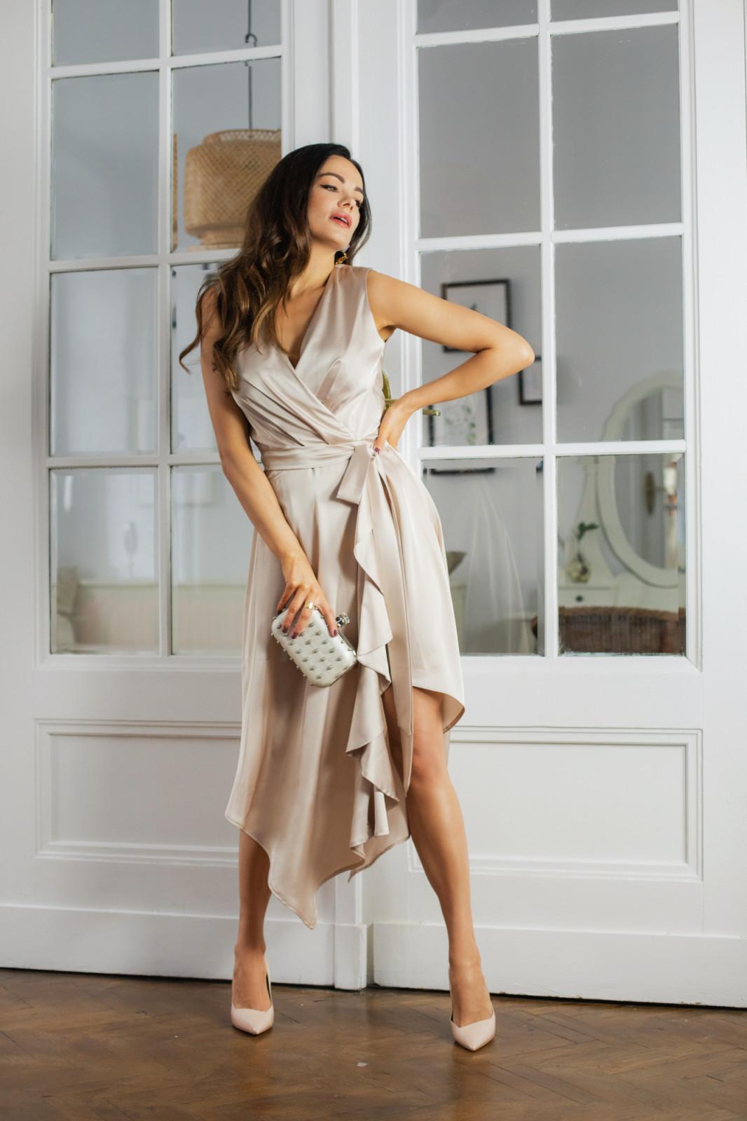 Zwiewna beżowa sukienka na wesele Kartes-moda