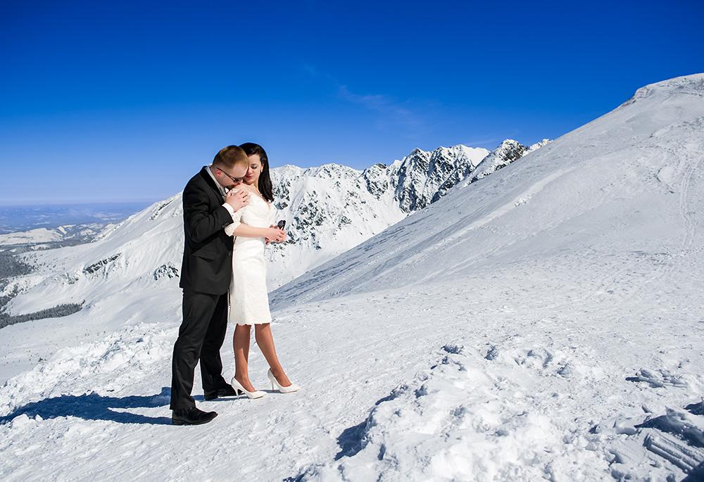 Zimowa-sesja-ślubna-w-Tatrach