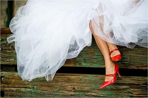 czerwone buty na ślub
