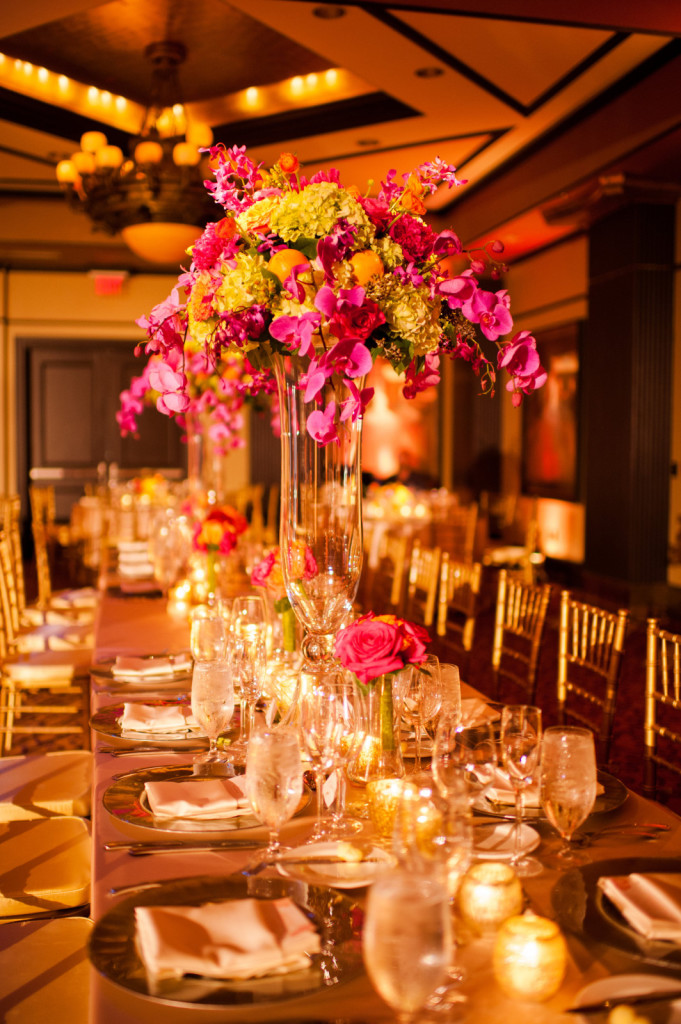 kathy-thomas-photography-lee-james-floral-table-centerpieces-for-reception-large-glass-vase-ii-orlando-weddings