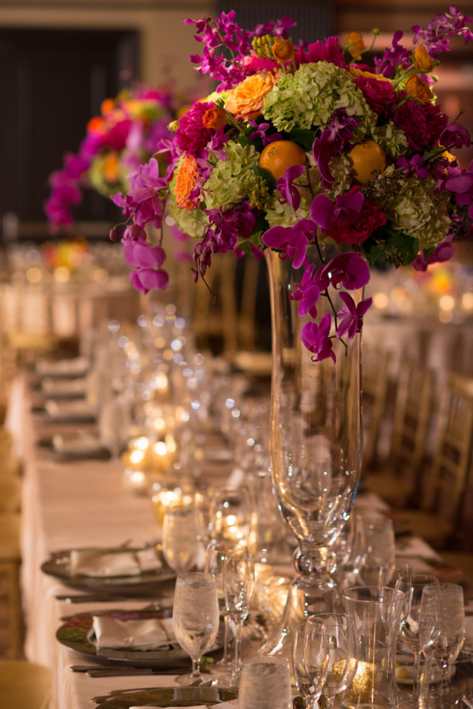 kathy-thomas-photography-lee-james-floral-table-centerpieces-for-reception-large-glass-vase-orlando-weddings