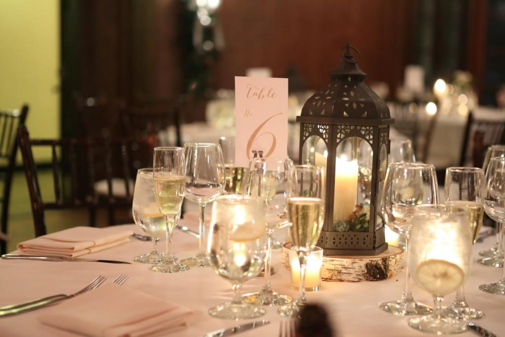 winter-wedding-centerpiece-lantern-candle