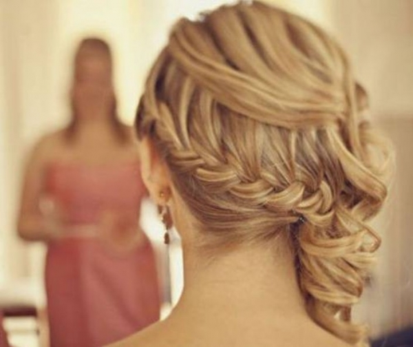 fryzura na bok