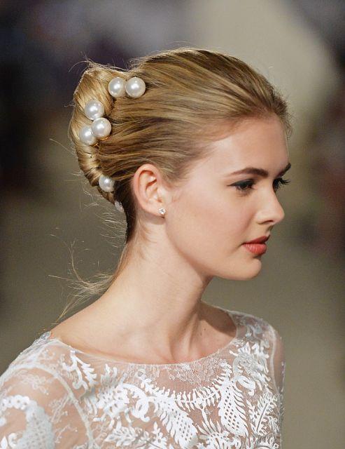perły we włosach
