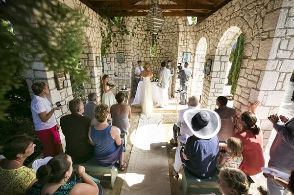 Ślub w kapliczce w wiosce Fiskardo, kefalonia