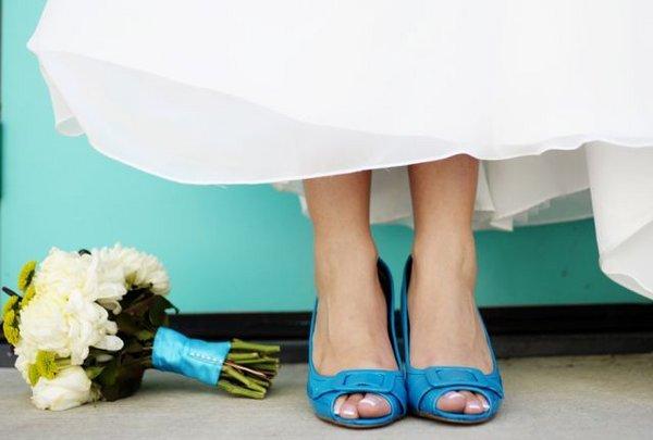 turkusowe buty ślubne