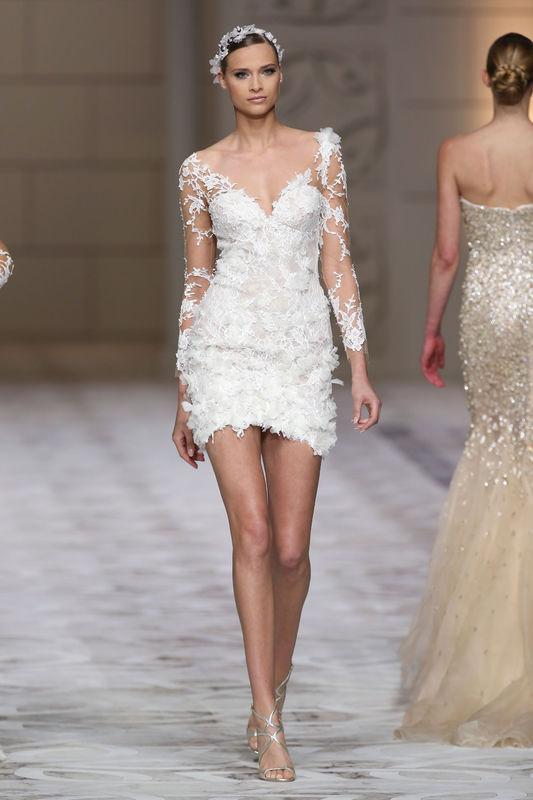 suknie-slubne-2015-trendy-dlugosc-przed-kolano-pronovias-fot-imaxtree