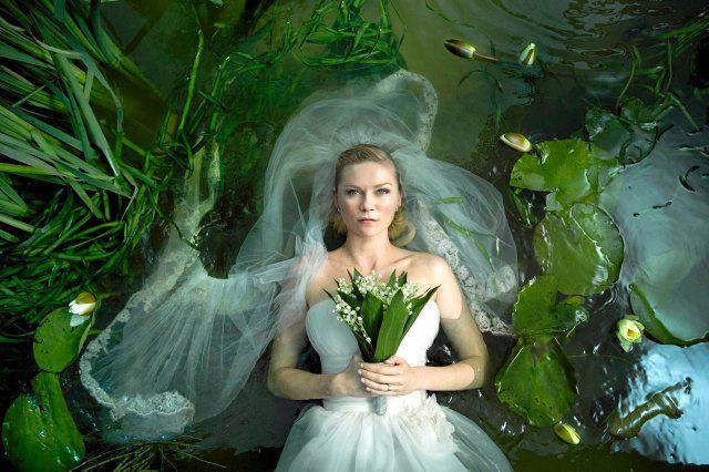 Suknia Kirsten Dunst w filmie Melancholia