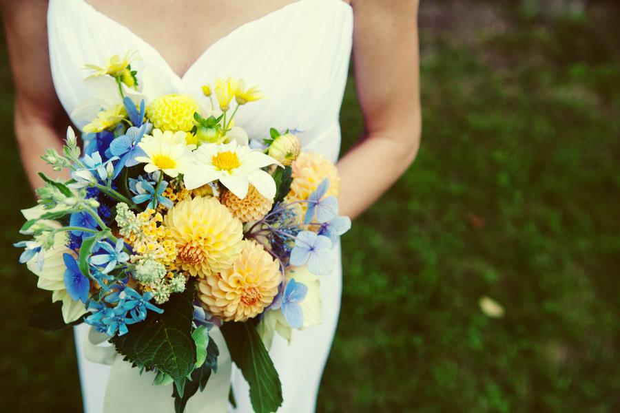 Niebiesko-żółty bukiet panny młodej