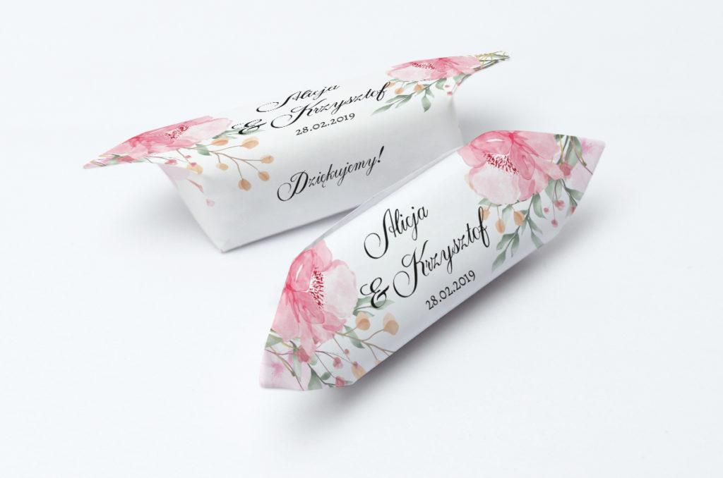 krówki weselne z różowymi kwiatami