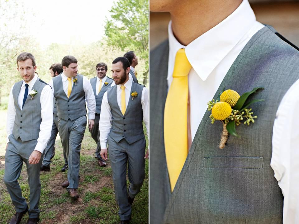 Pan Młody z żółtym krawatem i butonierką