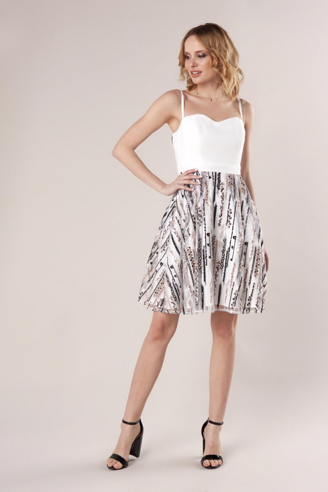 Rozkloszowana sukienka z błyszczącymi cekinami Ptakmoda