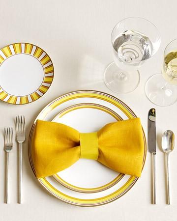 żółta dekoracja stołu weselnego