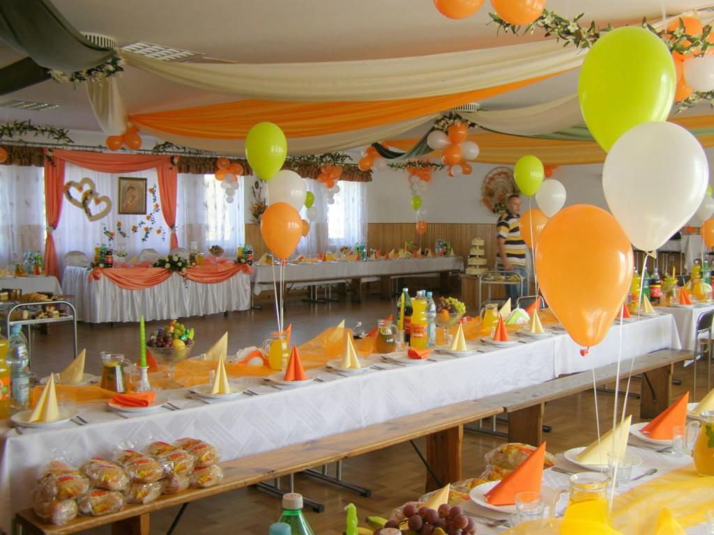 żółto-pomarańczowa dekoracja stołu weselnego
