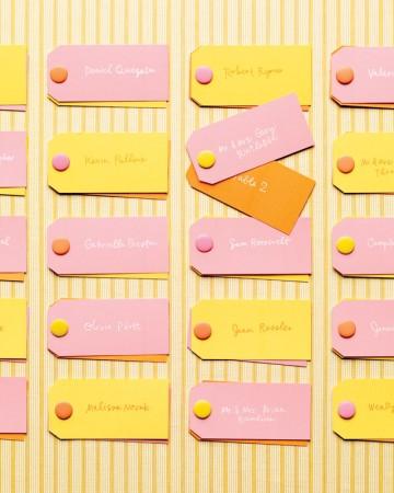 żółto-różowa tablica weselna
