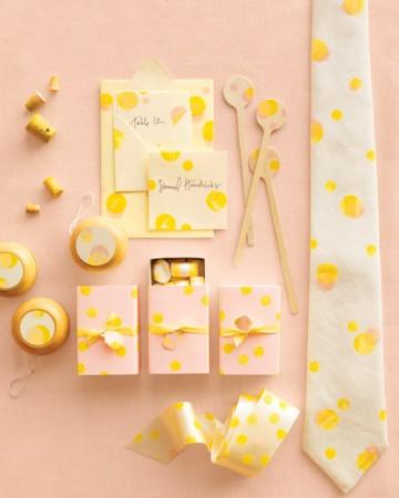 różowo-żółte dodatki na stół weselny