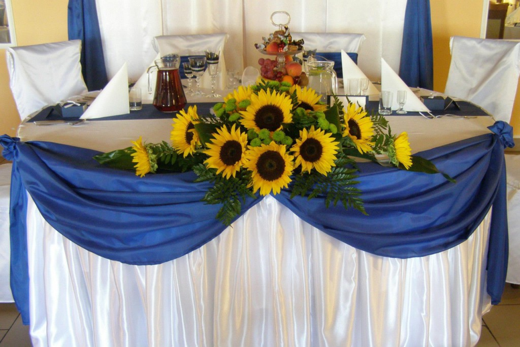 słoneczniki na stole pary młodej