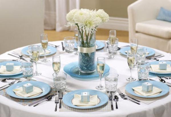 niebieski stół weselny
