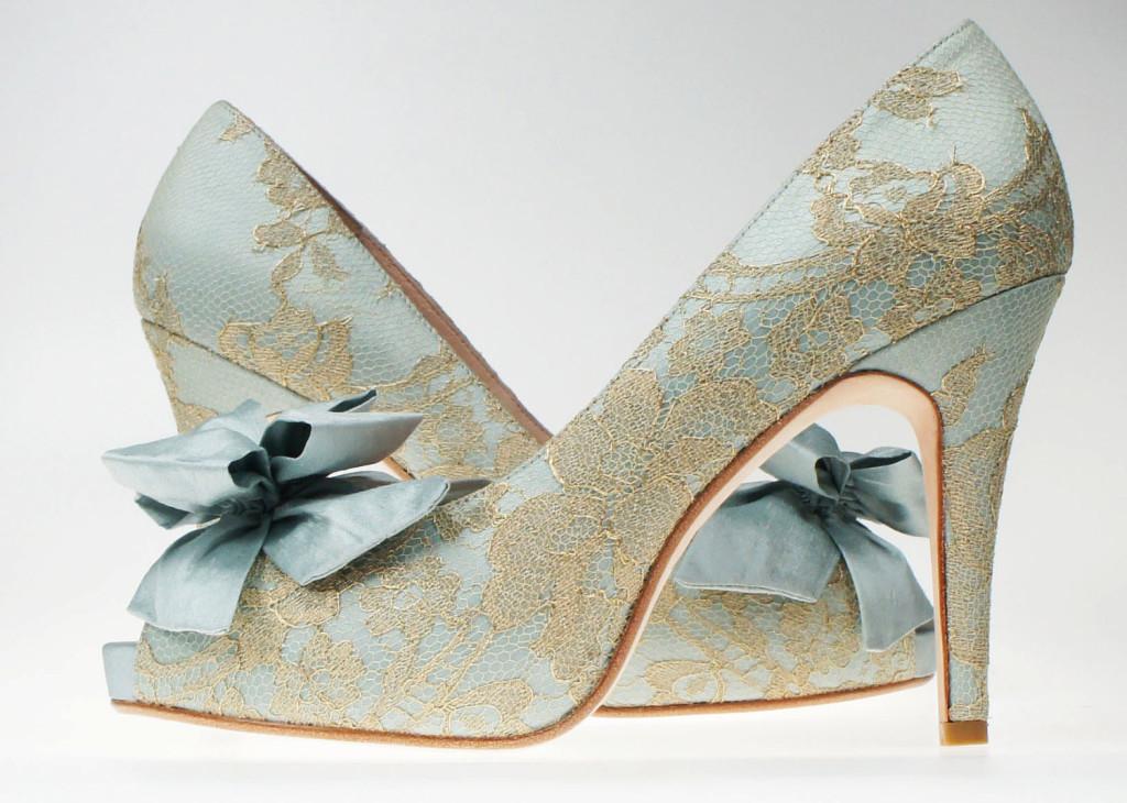 something-blue-wedding-inspiration-bridal-style-spotting-shoes