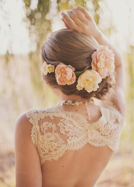 kwiaty we włosach ślubne nakrycia głowy