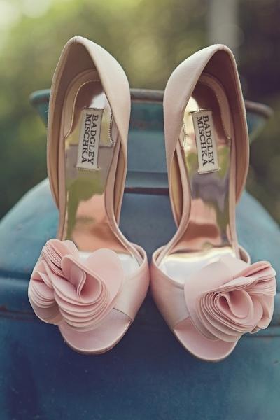 buty ślubne z różą
