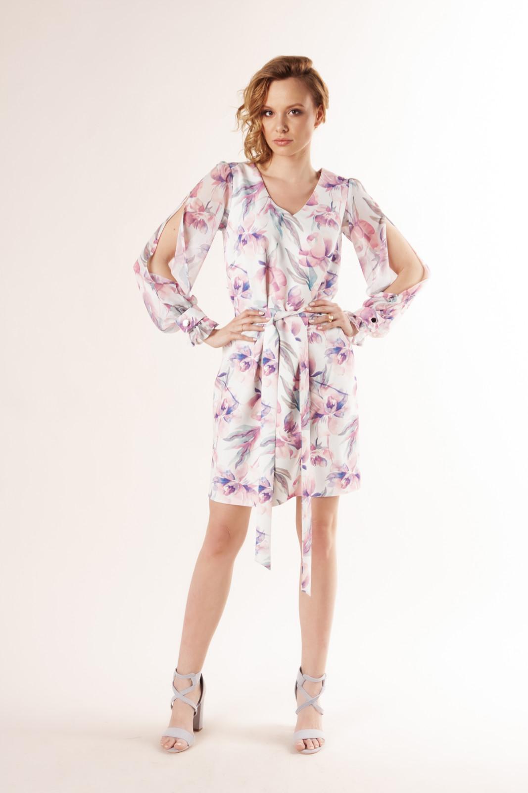 sukienka-o-prostym-kroju-z-rozcieciami-na-ramionach-i-wiazaniem-w-pasie-ptakmoda