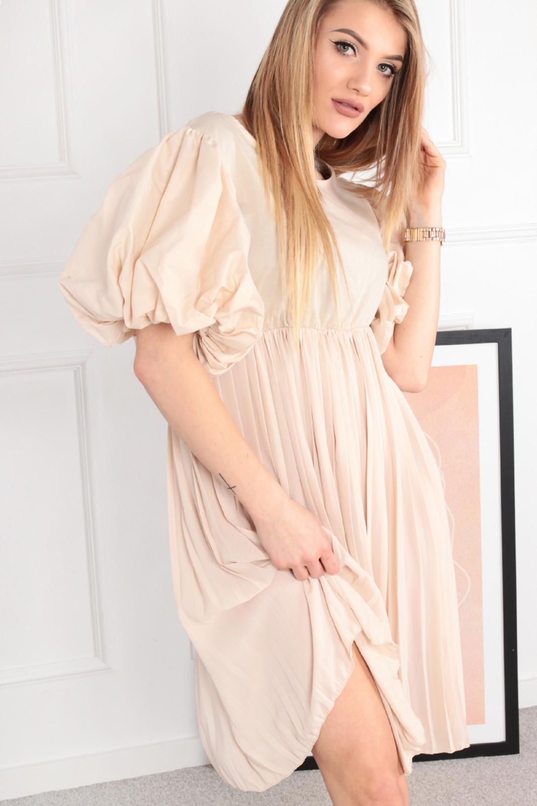 Sukienka z łączonych ,ateriałów z bufiastymi rękawami i plisowanym dołem Ptakmoda