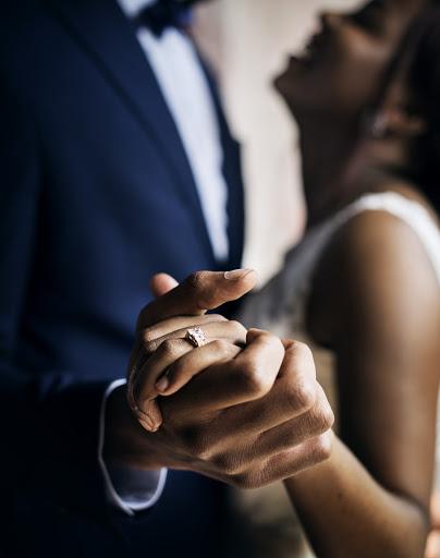 nowożeńcy w tańcu