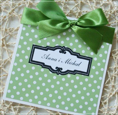zaproszenie z zielona wstazka w groszki