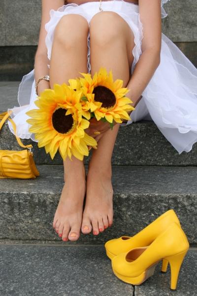 Żółte buty panny młodej