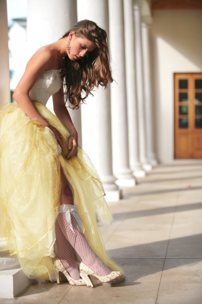 żółta suknia ślubna