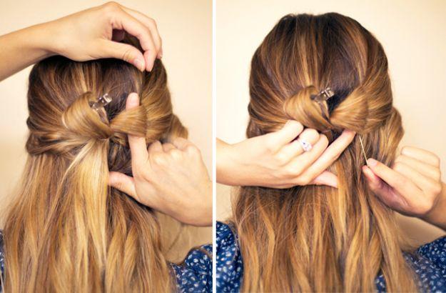 kokarda we włosach